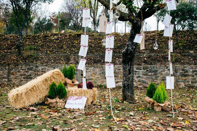 Árbolo con notas colgando para los invitados