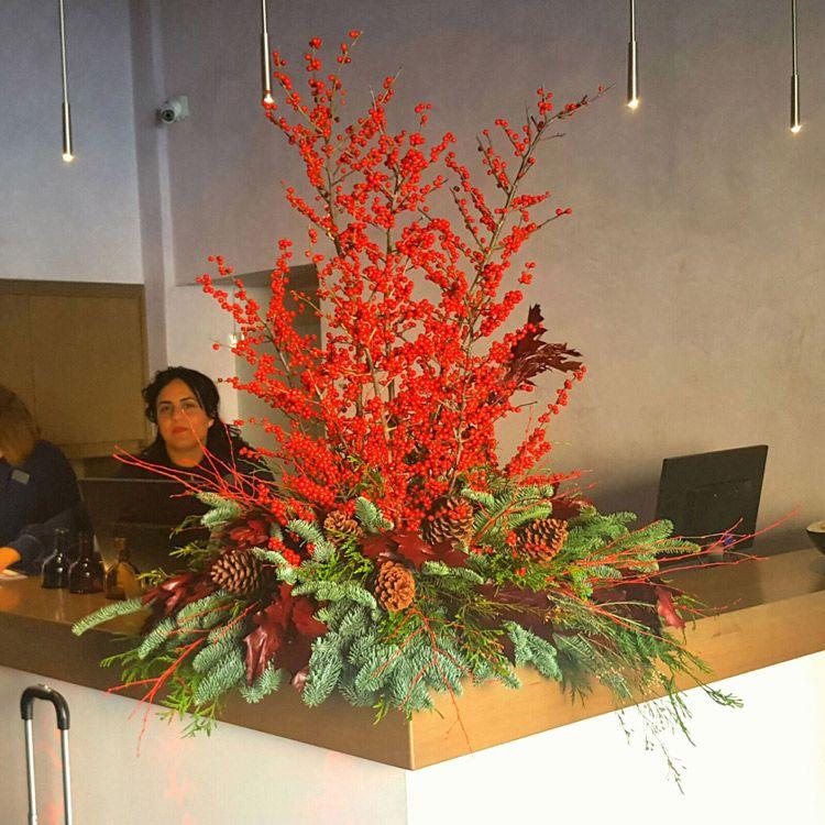 Decoraci´ón floral en la recepción del hotel