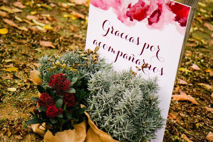 Cartel de agradecimiento por la asistencia rodeado de cactus