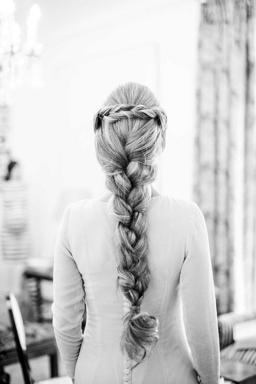 Detalle de l peinado trenzado de la novia