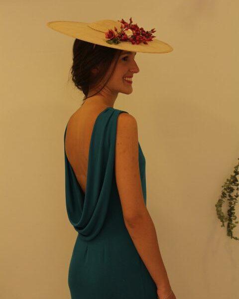 Vestido azul con escote en la espalda
