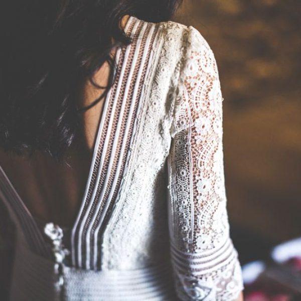 Detalle de la espalda del vestido de la novia